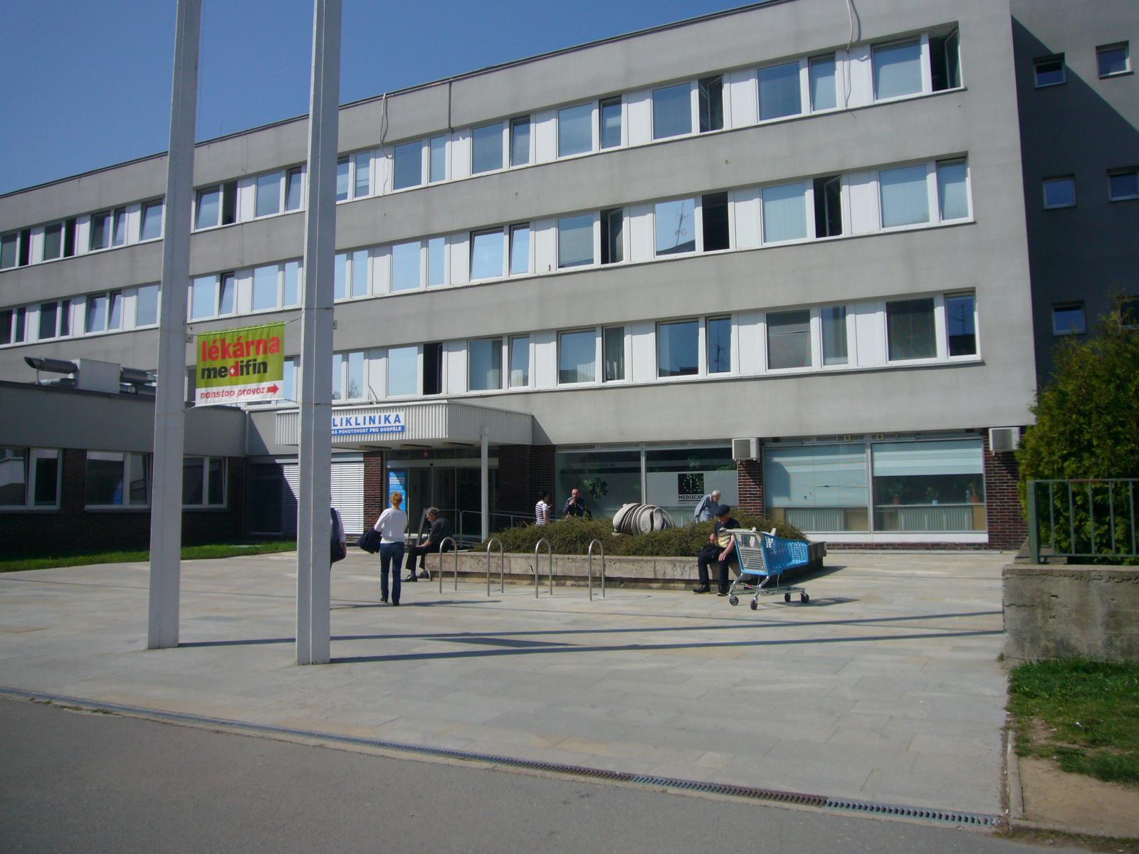 I 03 Poliklinika Šustova, obrázek se otevře v novém okně