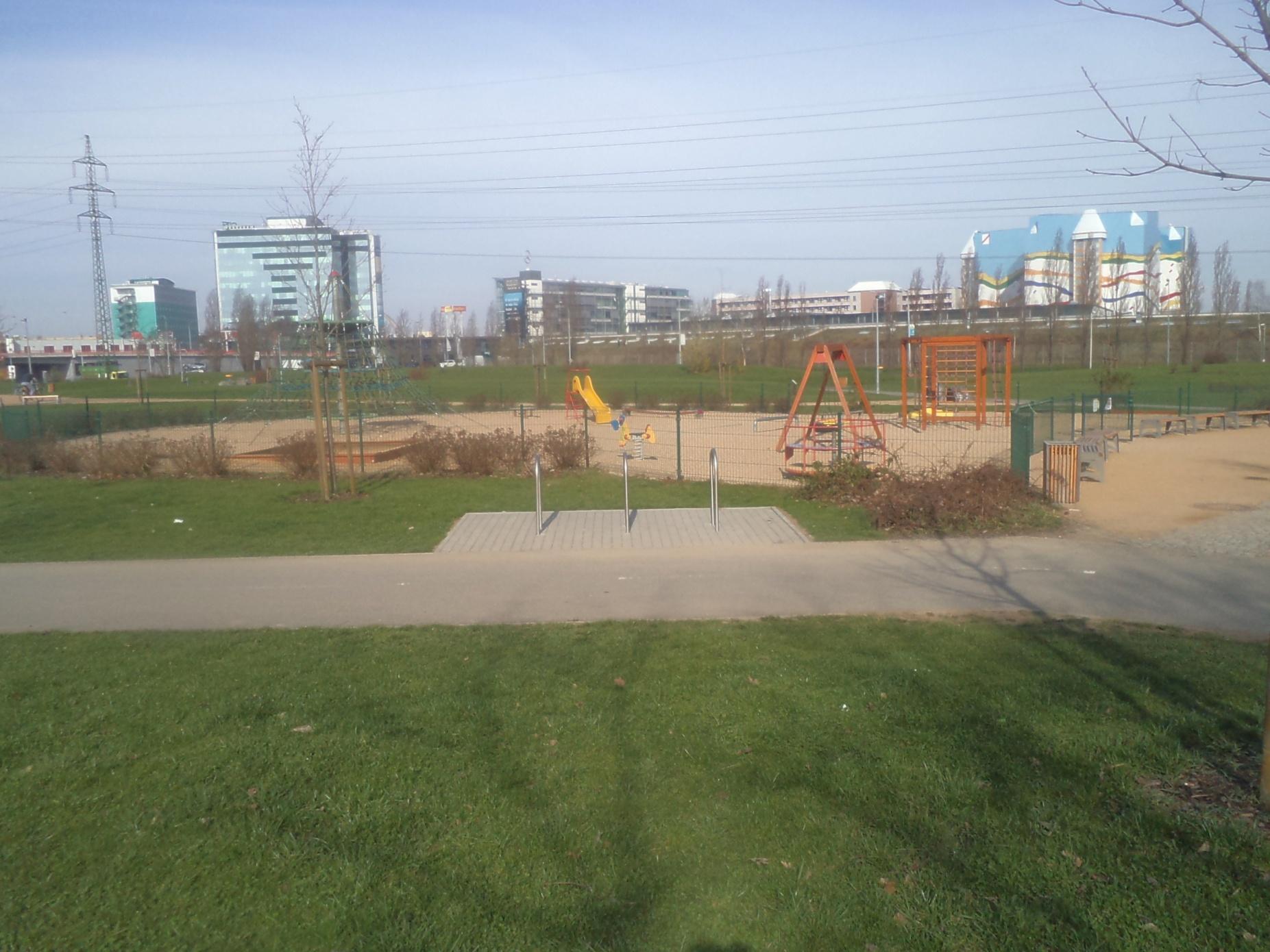 III 04b park u Chodovské tvrze, obrázek se otevře v novém okně